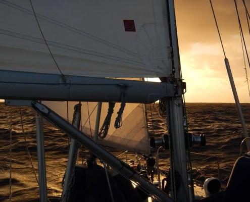 una passeggiata di piacere tramonto in oceano