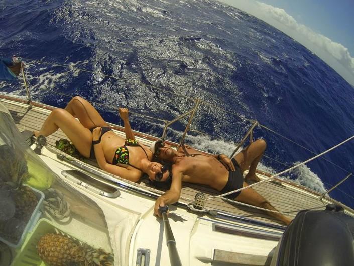 foto in barca a vela in navigazione