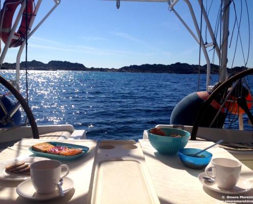 barca a vela charter colazione
