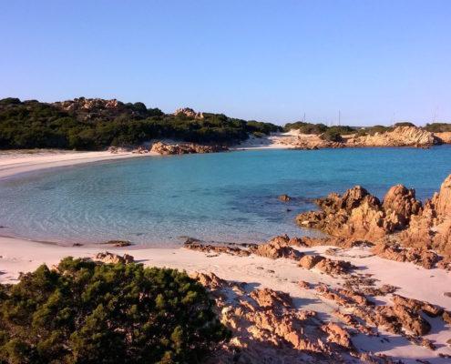 isola di budelli spiaggia rosa da ovest