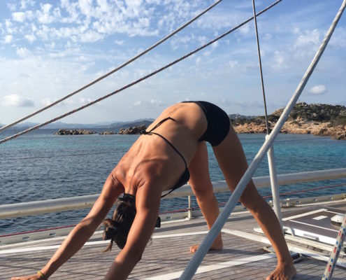yoga in barca a vela saluto al sole 6