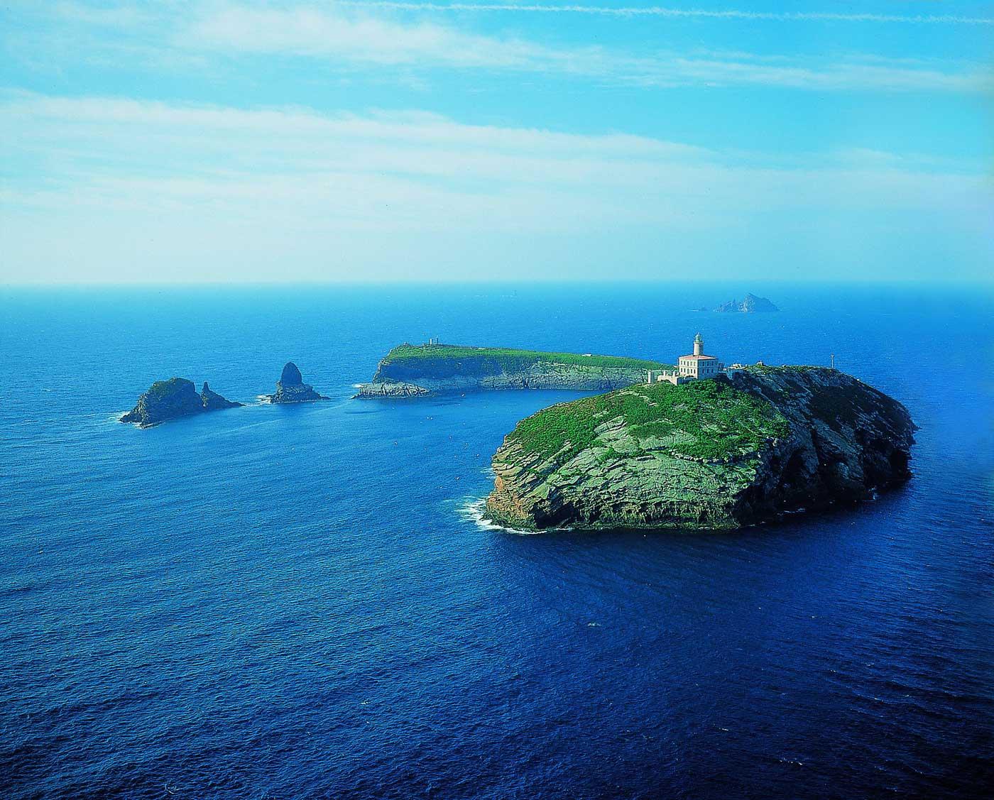 mediterraneo in barca a vela isole columbretes dall'alto