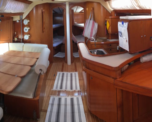 Freya barca a vela interni - Dinette panoramica