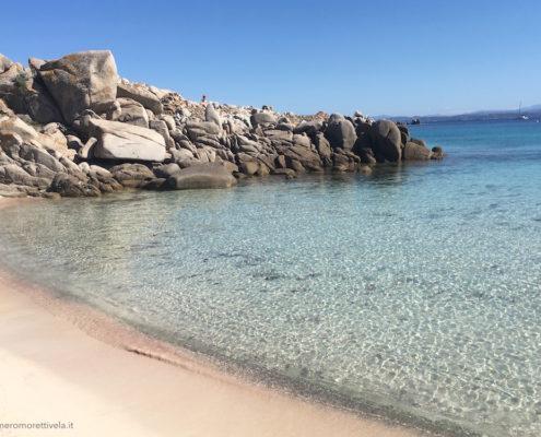 settimana a vela in Sardegna spiaggia a lavezzi