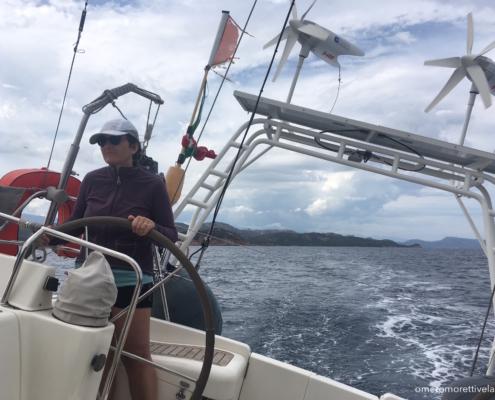 partenza toscana capraia sardegna in barca a vela equipaggio al timone