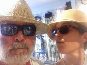 bagaglio per la vacanza in barca a vela cappello
