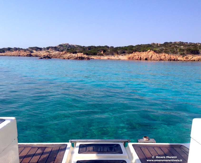 spiaggia di poppa barca a vela in vacanza