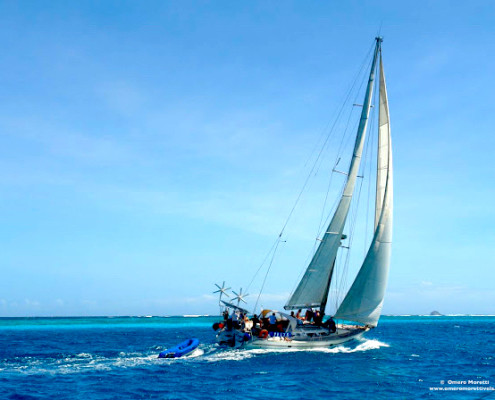 barca a vela in navigazione