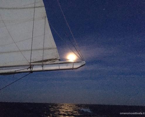 navigazione nel mare di alboran luna piena