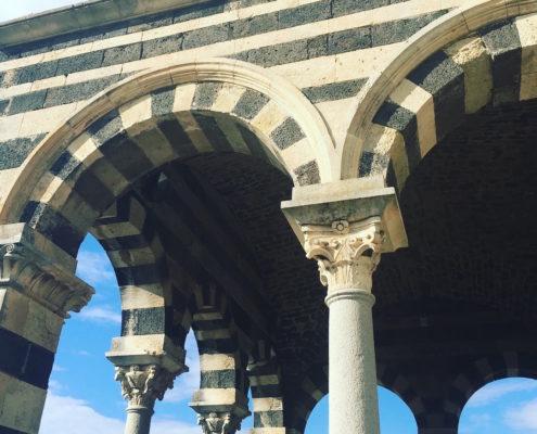 sardegna nord occidentale basilica di saccargia portico