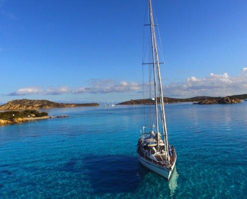 vacanze in barca a vela sardegna e corsica freya a budelli
