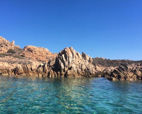 vacanze in barca a vela sardegna e corsica razzoli bocche di bonifacio in barca a vela
