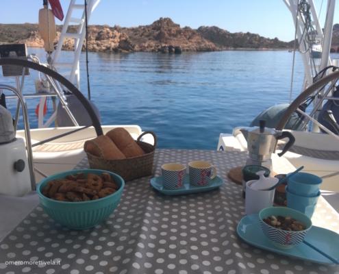 barca a vela colazione