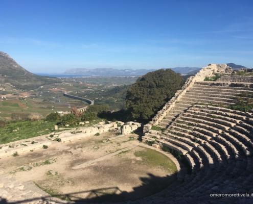 Sicilia in barca a vela segesta teatro