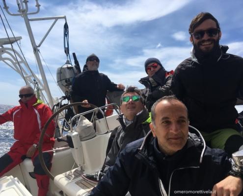 traversata del tirreno a vela equipaggio in navigazione