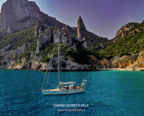 vacanza in barca a vela in Sardegna barca all'ancora