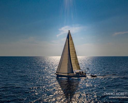 Freya in navigazione vacanza in barca a vela sardegna